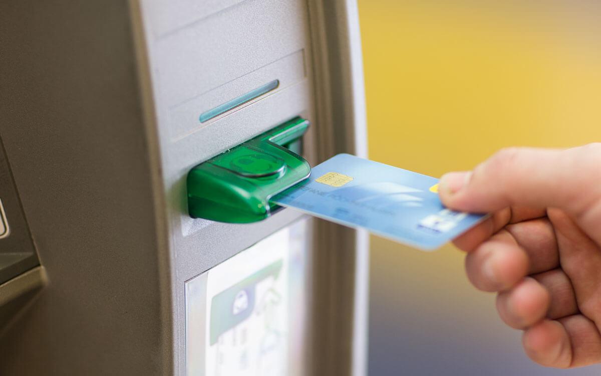 Postbank Sicherheitshinweise - Geldautomat mit Froschmaul