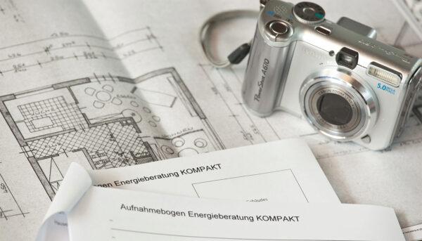 <p>Energieberater helfen bei der Planung individueller Sanierungsmaßnahmen<br> Bild Nr. 6217, Quelle: innogy /&nbsp;BHW Bausparkasse</p>