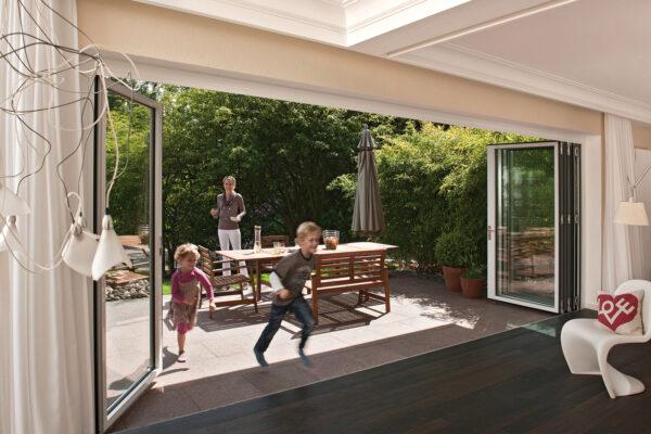 <p>Anbauten schaffen Freiraum – barrierefrei und offen<br> Bild Nr. 6224, Quelle: Solarlux Gmbh/BHW Bausparkasse</p>
