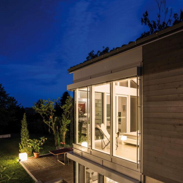 <p>Ausgeleuchtet: Moderne Systeme schaffen gutes Licht nach Bedarf<br> Bild Nr. 6265, Quelle: www.baufritz.de/BHW Bausparkasse</p>