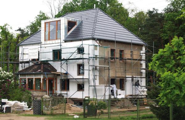 <p>Wichtige Maßnahme für alle Wetterlagen: die professionelle Isolierung<br> Bild Nr. 6268, Quelle: Bauherren-Schutzbund e.V./BHW Bausparkasse</p>