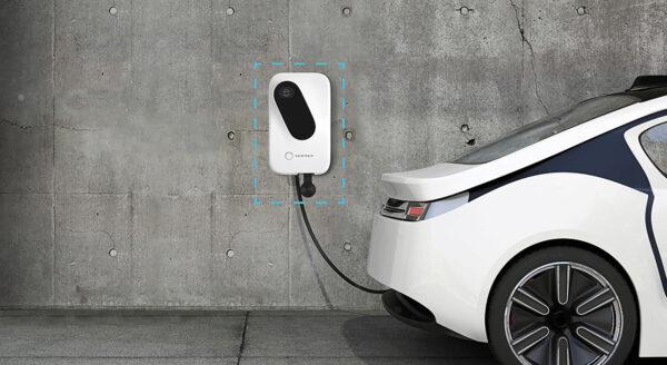 <p>Zwei bis sechs Stunden tankt ein Elektroauto Strom an einer Wallbox: Das reicht für etwa 150 Kilometer<br> Bild Nr. 6305, Quelle: Sonnen GmbH/BHW Bausparkasse</p>