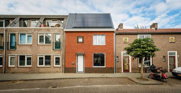"""<p>In nur zehn Tagen zum Nullenergiehaus: von """"Energiesprong"""" saniertes Einfamilienhaus im niederländischen Tilburg<br> Bild Nr. 6341, Quelle: Enegiesprong, Ronald Schilleman/BHW Bausparkasse</p>"""
