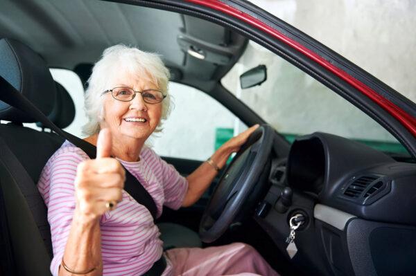 <p>Für Senioren kann sich ein Wechsel der Kfz-Versicherung lohnen<br> Bild Nr. 1505, Quelle: Postbank<br> © Daxiao_Productions</p>