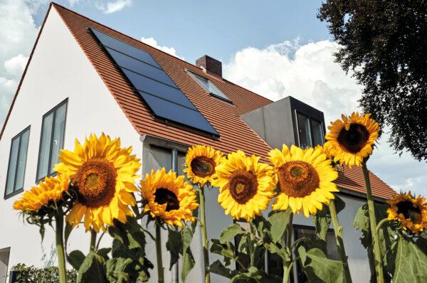 <p>Wer auf umweltfreundliche Energie baut, wird stärker gefördert<br> Bild Nr. 6368, Quelle: Vaillant Group/BHW Bausparkasse</p>