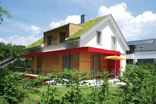 <p>Natürliche Alternative zu Klimageräten: Fassaden und Dachbegrünungen<br> Bild Nr. 6383, Quelle: Optigrün/BHW Bausparkasse</p>