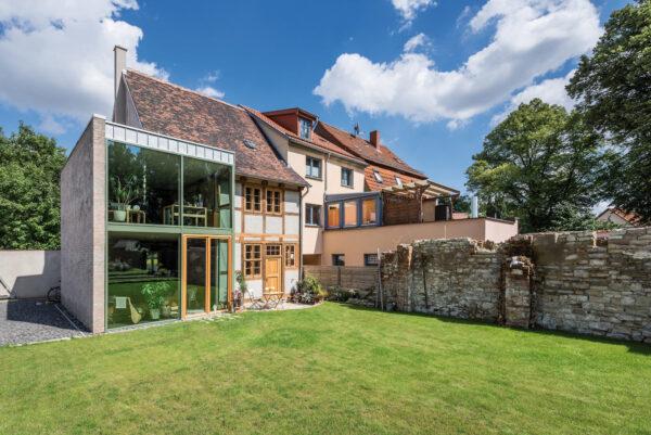 <p>Attraktiver Baustil-Mix: Alte Häuser bieten jede Menge Potenzial<br> Bild Nr. 6385, Quelle: qbatur, Steffen Spitzner/BHW Bausparkasse</p>