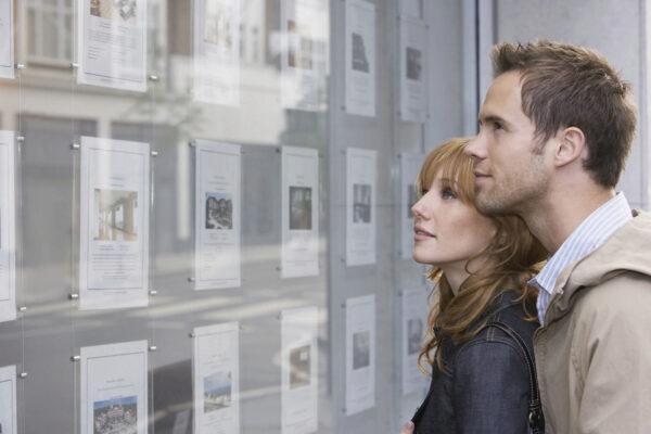 <p>Für Möbelstücke, die zusammen mit einer Eigentumswohnung erworben werden, müssen Käufer keine Grunderwerbssteuer zahlen<br> Bild Nr. 1532, Quelle: Postbank<br> © londondeposit</p>