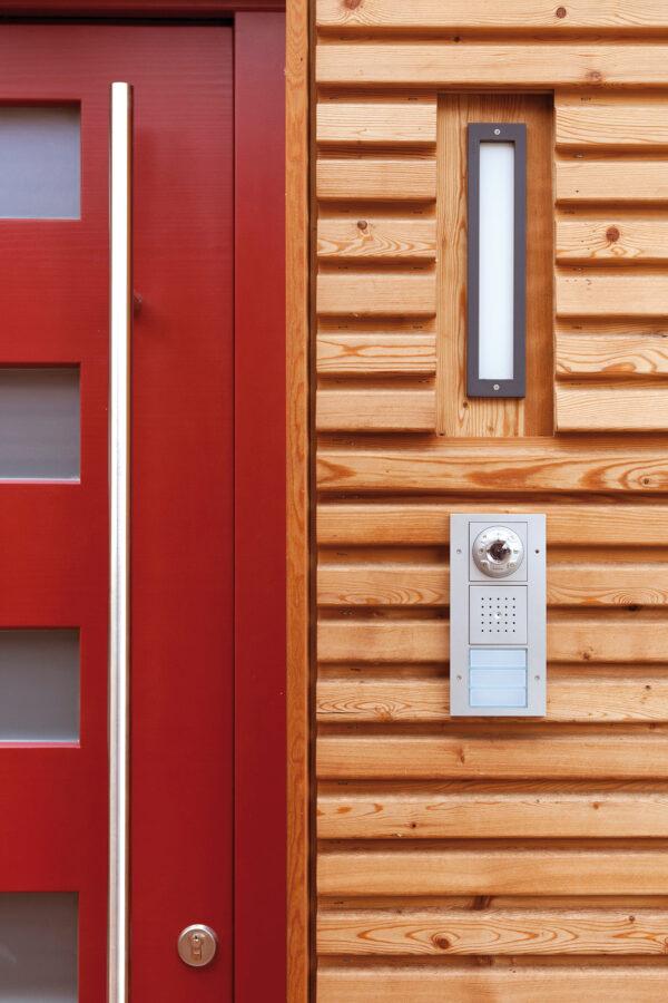 Schnell und sicher: Eintritt nur mit Zugangskontrolle Bild Nr. 6219, Quelle: Ulrich Beuttenmüller für Gira/BHW Bausparkasse