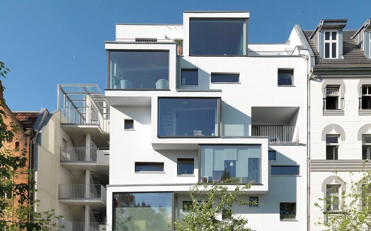 Sieht gar nicht nach Holzbau aus, ist es aber: Mehrfamilienhaus in Berlin