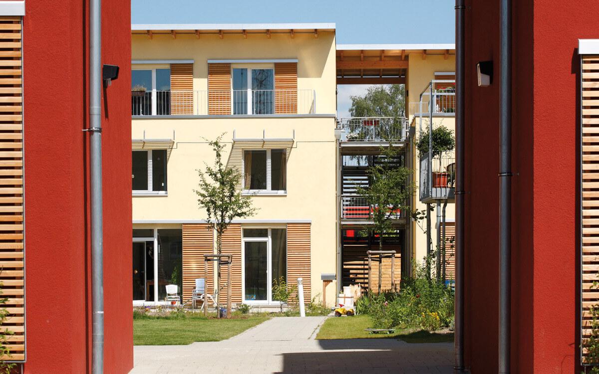 Farbe verleiht Häusern Ausstrahlung. Das geht heute auch ganz ohne Biozide