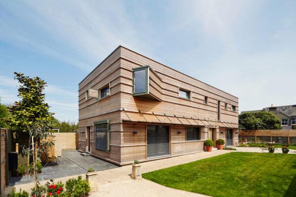 Moderne Architektur, altbewährter Baustoff: Die Fassade dieses Hauses ist mit naturbelassenem Holz verschalt Bild Nr. 6286, Quelle: Baufritz/BHW Bausparkasse