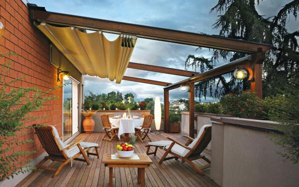 Bieten individuellen Sonnenschutz: Terrassenüberdachungen