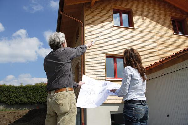 Zertifizierte Berater prüfen die Kaufimmobilie auf Baumängel – und helfen Kosten sparen