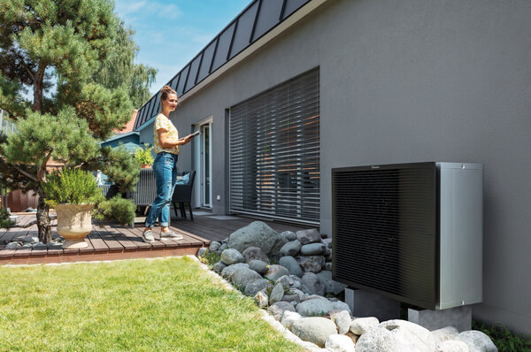 Beansprucht wenig Platz zum Aufstellen: die Luftwärmepumpe