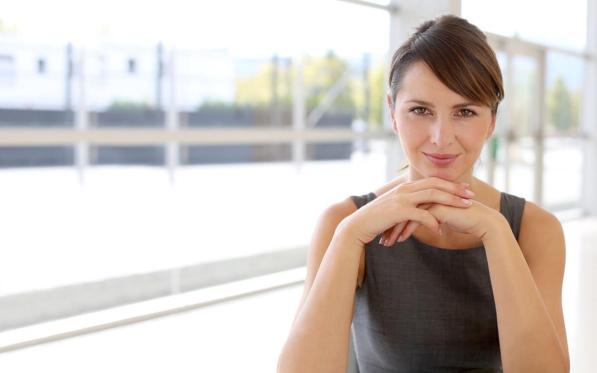 In der aktuellen Postbank Umfrage präsentiert sich die Mehrheit der Frauen emanzipiert und selbstbewusst