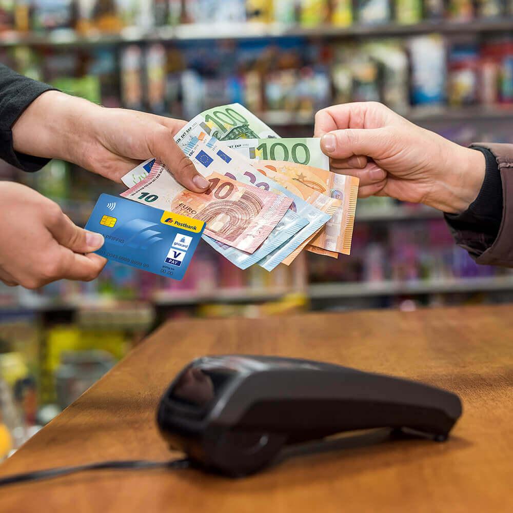 Geld abheben beim Einkaufen und Tanken – wo ist das möglich?