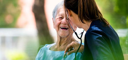 Leben im Alter – das passende Pflegeheim auswählen